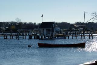 Piccola barca in porto Foto Gratuite