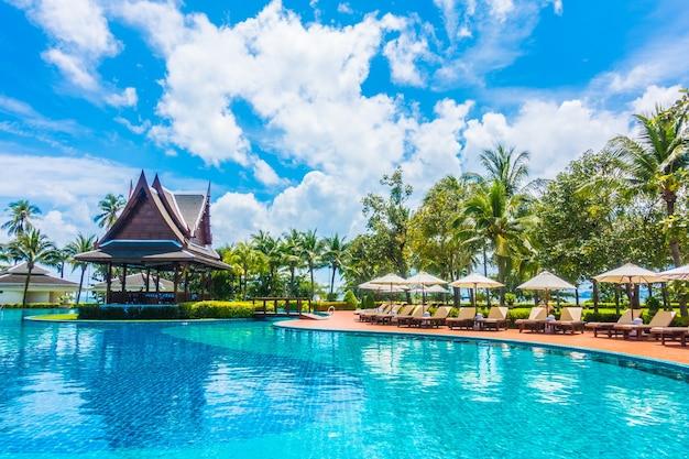 Piccola casa nel mezzo della piscina gigante scaricare - Piccola piscina ...