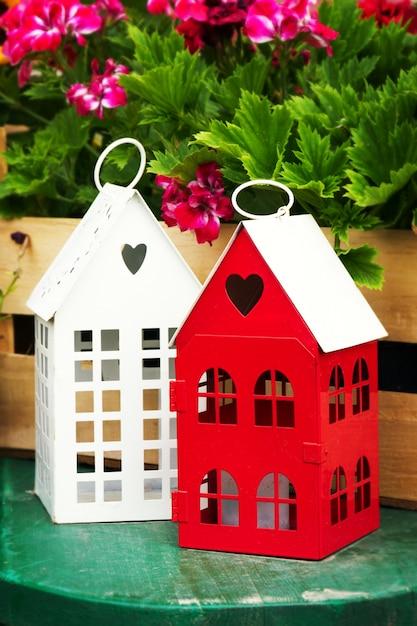 Piccole case di giardino sveglie con windows in giardino for Piccole cascate da giardino