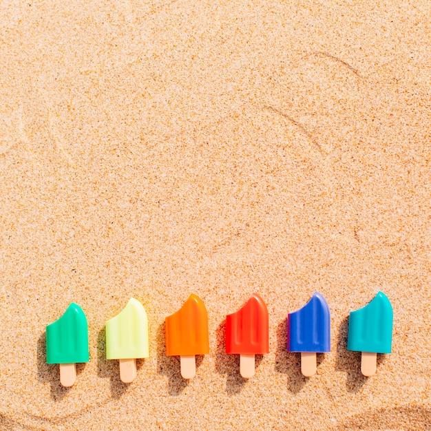 Piccolo gelato nella sabbia Foto Gratuite