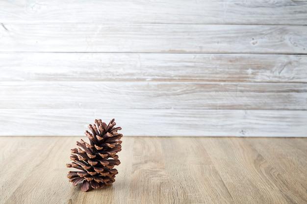 Pareti In Legno Bianco : Pigne con parete in legno bianco scaricare foto premium
