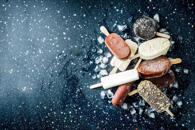 Pila di gelato vari ghiaccioli Foto Premium