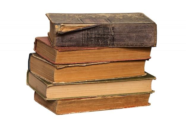 Pila di vecchi libri su bianco Foto Premium