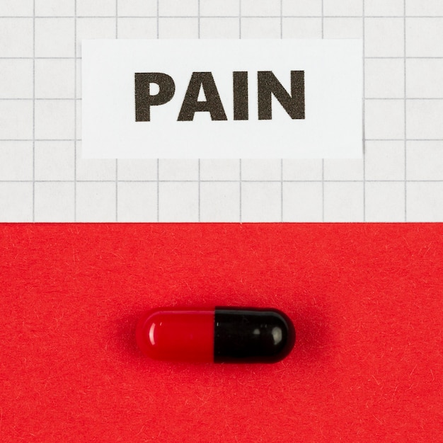 Pillola per il dolore sulla scrivania Foto Gratuite