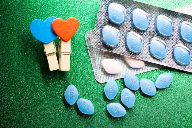 Pillole di salute sessuale per uomini e donne Foto Premium