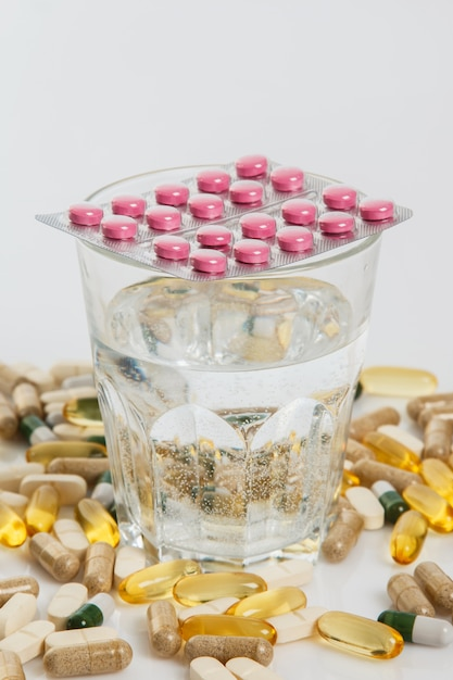 Pillole di vetro e diverse Foto Premium