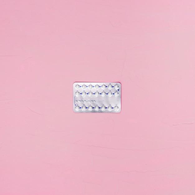 Pillole di vista superiore su fondo rosa Foto Gratuite