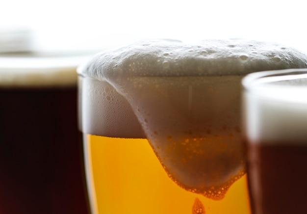 Pinte di macro fotografia di birra alla spina Foto Gratuite