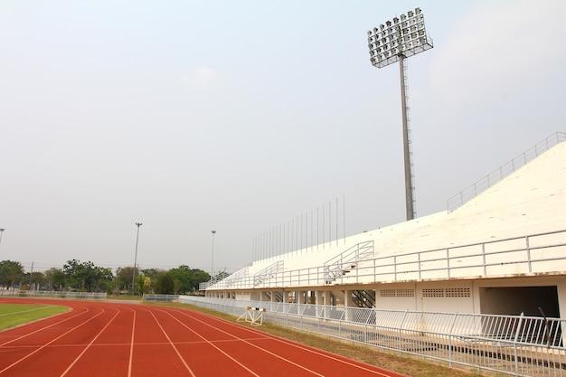 Pista da corsa e campo dello stadio Foto Premium