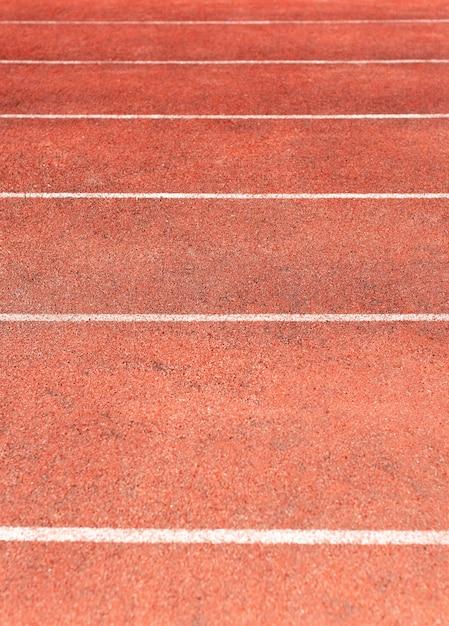 Pista dello stadio per gare di atletica e corsa. nuovo tapis roulant in gomma sintetica Foto Premium