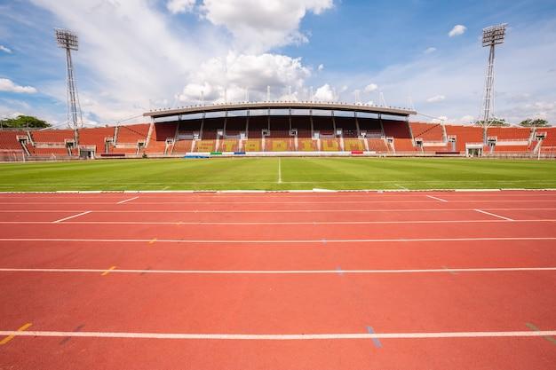 Piste da corsa dello stadio di atletica leggera Foto Premium