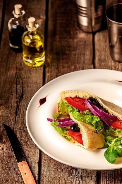Pita bread sandwich vegetariano Foto Gratuite