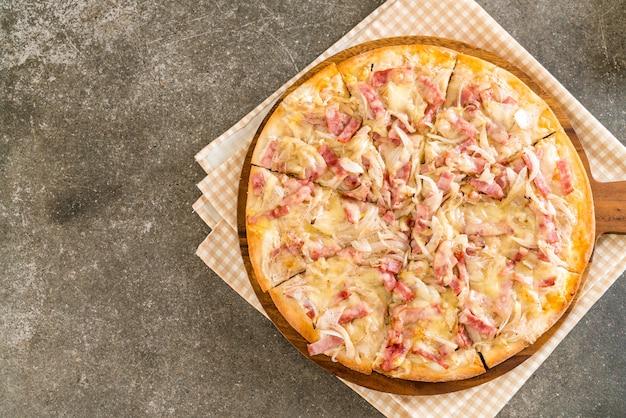 Pizza al forno flambé Foto Premium