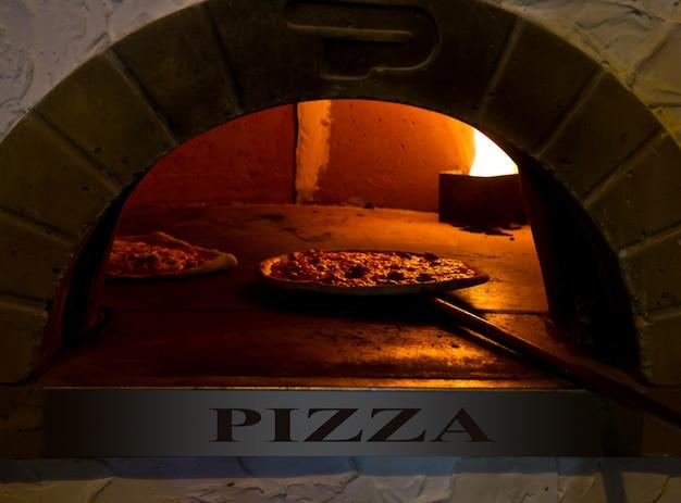Pizza al forno Foto Premium