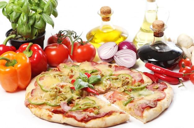 Pizza fresca e gustosa Foto Gratuite