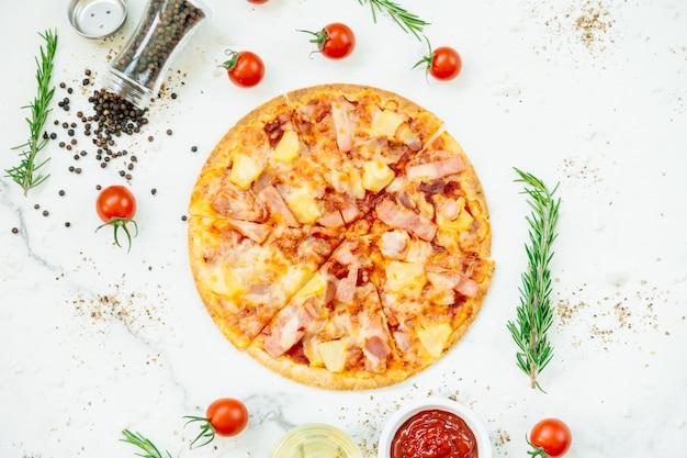 Pizza hawaiana Foto Gratuite