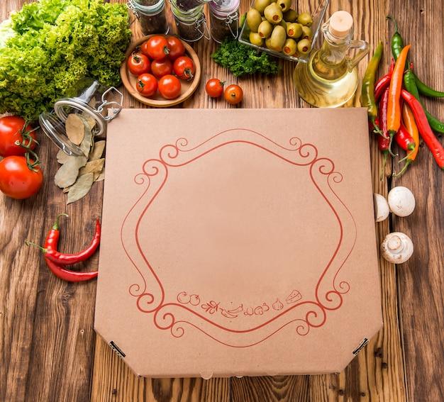 Pizza nella scatola di consegna Foto Premium