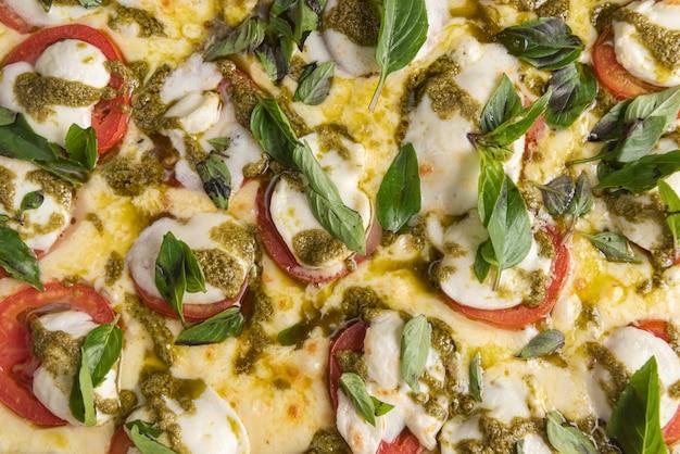 Pizza sulla tavola di legno marrone Foto Gratuite