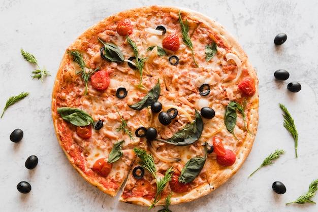 Pizza vista dall'alto Foto Gratuite