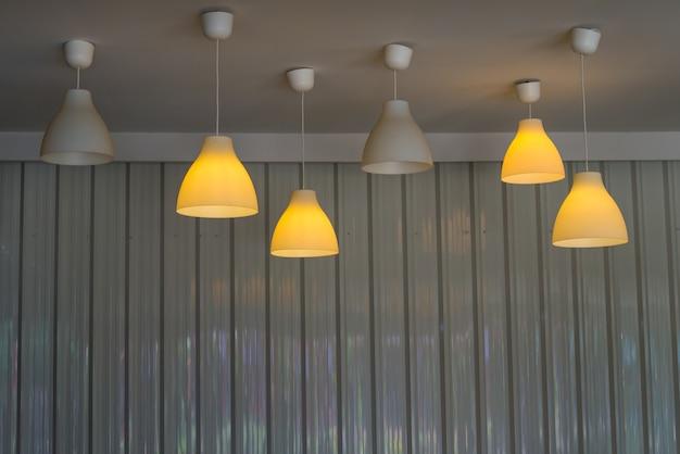 Plafoniere Da Soffitto Rotonde : Plafoniere da incasso in una caffetteria scaricare foto premium