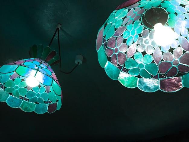 Plafoniere Vetro : Plafoniera a soffitto per interno tonda in vetro bianco e ganci