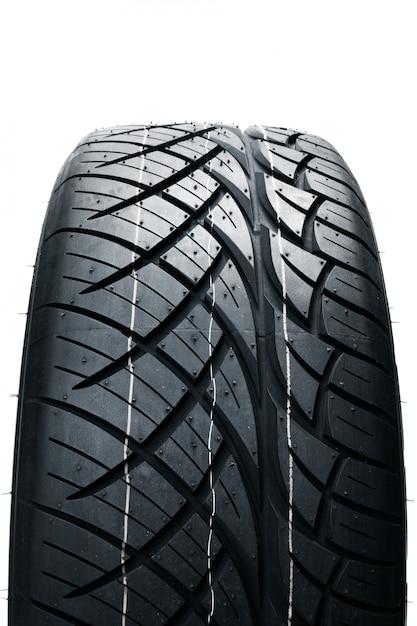 Pneumatici per auto isolati. pneumatici estivi per auto Foto Premium
