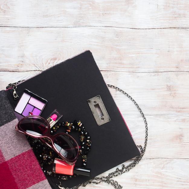 Pochette da donna con accessori per il trucco Foto Premium