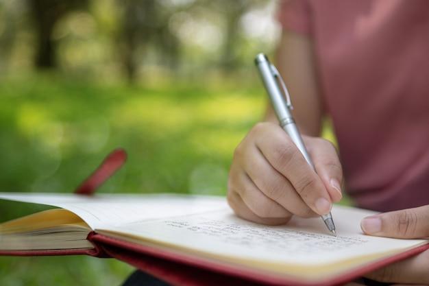 Poema, poesia e concetto di educazione alla conoscenza Foto Premium
