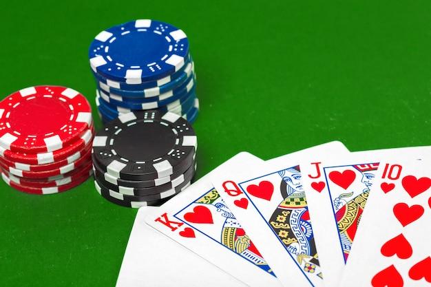 Poker chips sul tavolo Foto Premium
