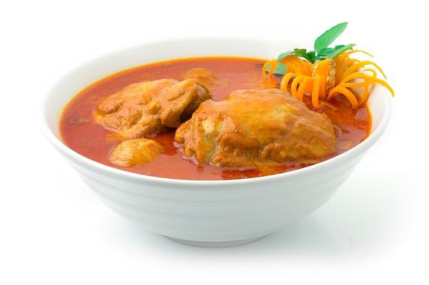 Pollo al curry con cipolle, carote e patate Foto Premium