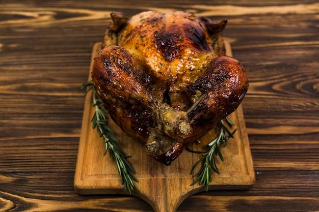 Pollo fritto con rosmarino Foto Gratuite