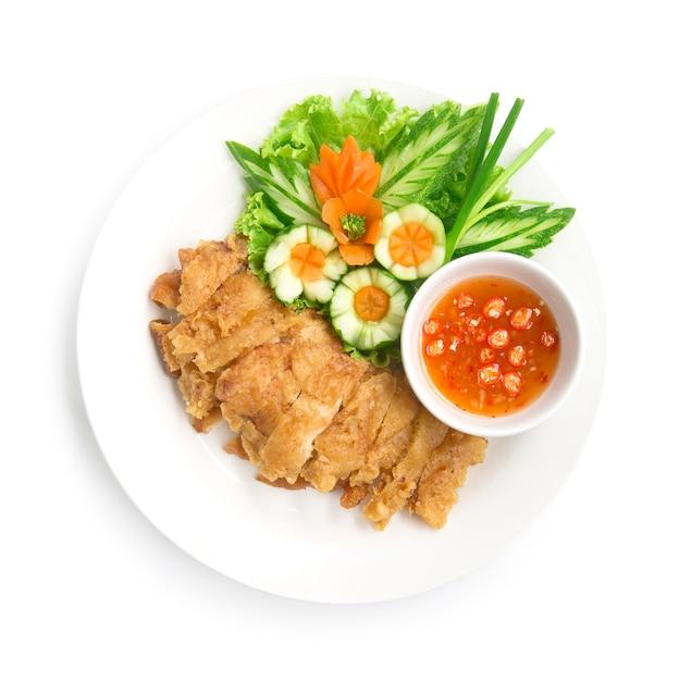 Pollo fritto croccante hainanese senza riso con salsa di soia Foto Premium