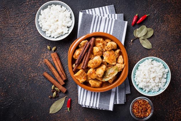 Pollo tikka masala. piatto indiano tradizionale Foto Premium
