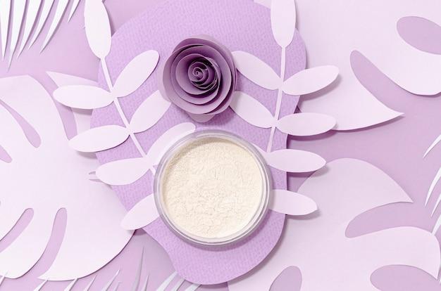 Polvere bianca su sfondo viola Foto Gratuite
