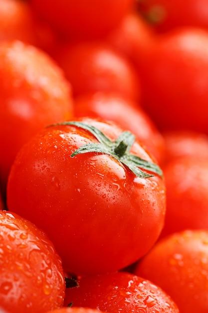 Pomodori ciliegia freschi con il primo piano. Foto Premium