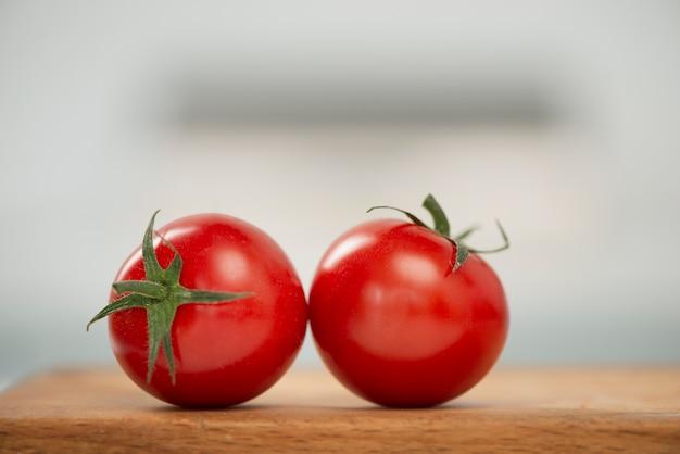 Pomodori rossi deliziosi del primo piano Foto Gratuite