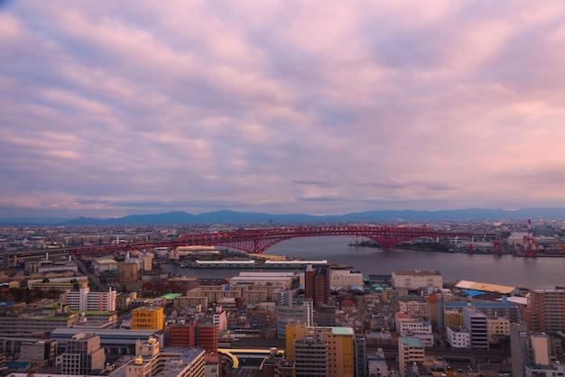 Ponte minato (a ponte rosso), osaka, giappone Foto Premium