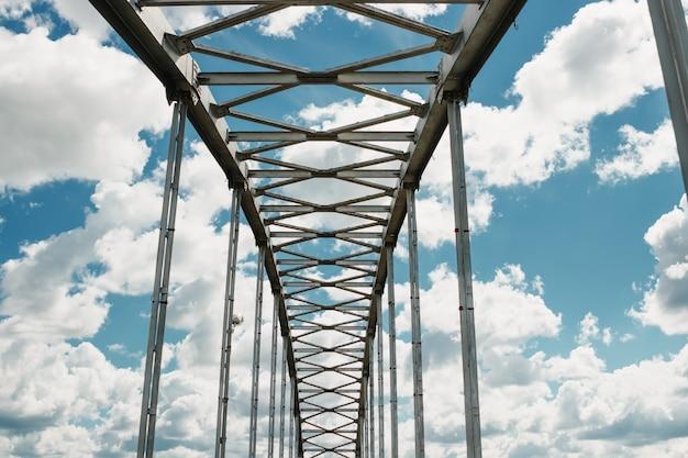 Ponte sospeso, arch Foto Premium