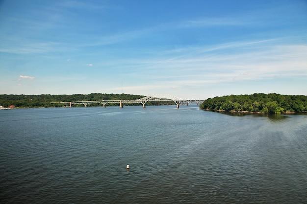 Ponte sul fiume, stati uniti Foto Premium