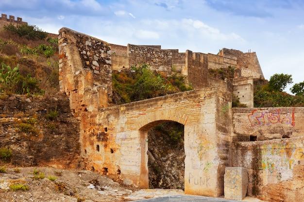 Porta al castello abbandonato di sagunto Foto Gratuite