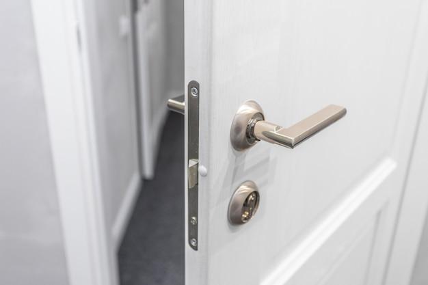 Porta d'ingresso aperta Foto Premium