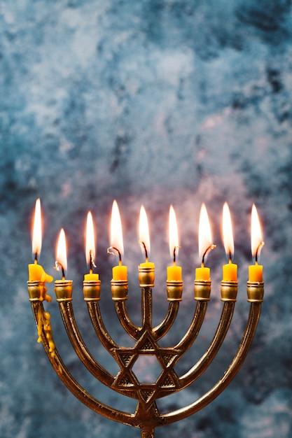Portacandele tradizionale per hanukkah Foto Gratuite