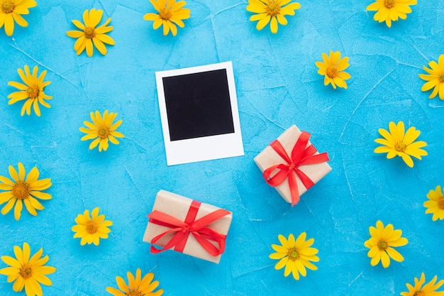 Portafoto polaroid con fiori di ostrica spagnola Foto Gratuite