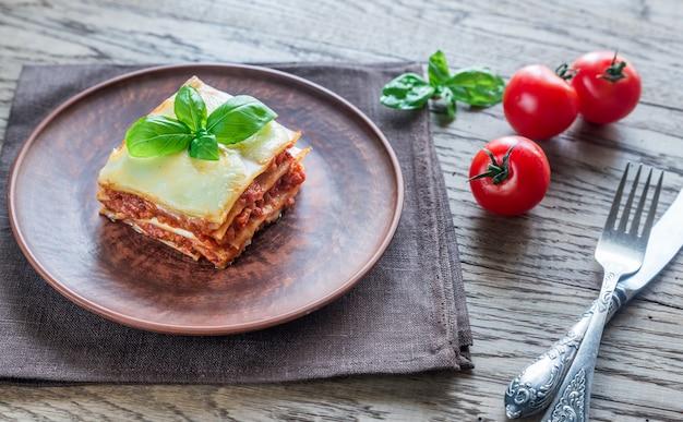 Porzione di lasagne classiche Foto Premium