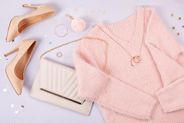 Posa piatta di abbigliamento e accessori donna in colori pastello Foto Premium