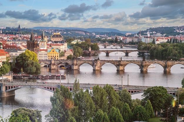 Praga città skyline e ponte carlo, praga, repubblica ceca Foto Gratuite