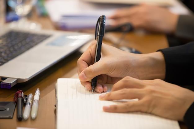 Prendere appunti durante le riunioni ufficiali Foto Premium