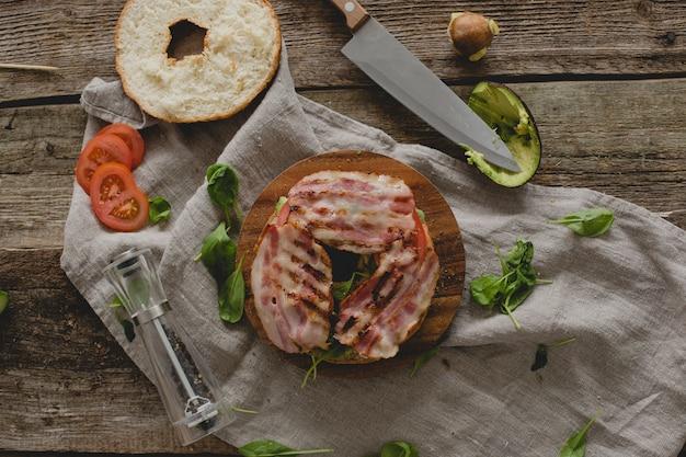 Preparare il panino con ciambella Foto Gratuite