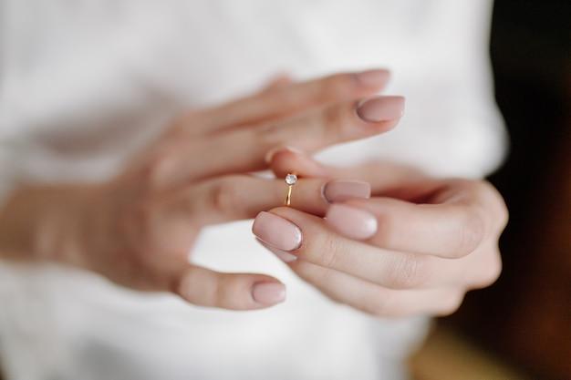 Preparazione del mattino sposa al grande giorno Foto Gratuite