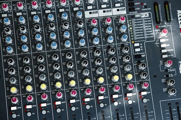 Prese e spine di apparecchiature musicali. Foto Premium